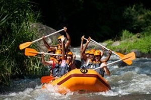 Jalan - Jalan di Monkey Forest Ubud Sambil Menikmati Rafting di Sungai Ayung