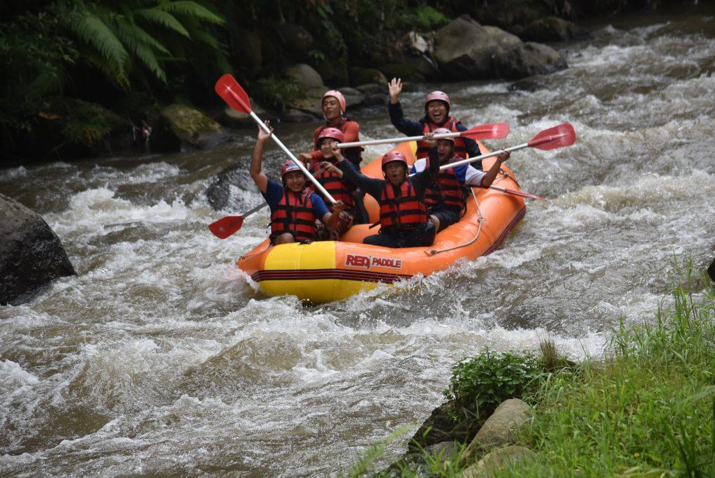 Perbedaan Rafting di Sungai Ayung dengan di Telaga Waja